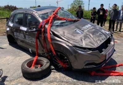 FAW провел уникальный краш-тест по сбрасыванию автомобиля с вертолета!